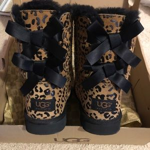 Kids UGG Bailey Bow Leopard | EUC with box